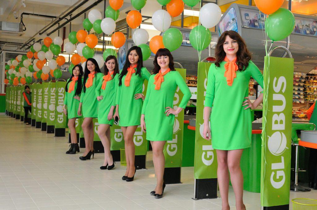 Платья на открытие гипермаркета GLOBUS