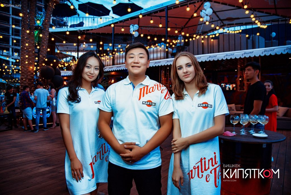 Платья и футболки Поло для официантов