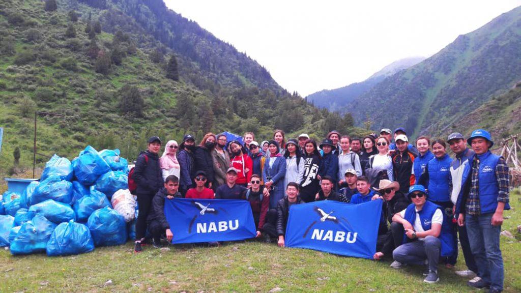 Флаги и утепленные жилеты для NABU