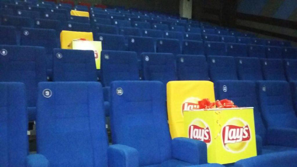 Чехлы на сиденья в кинотеатре для акции Lays